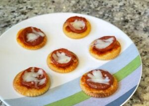 Pizza Crackers - kids snack ideas